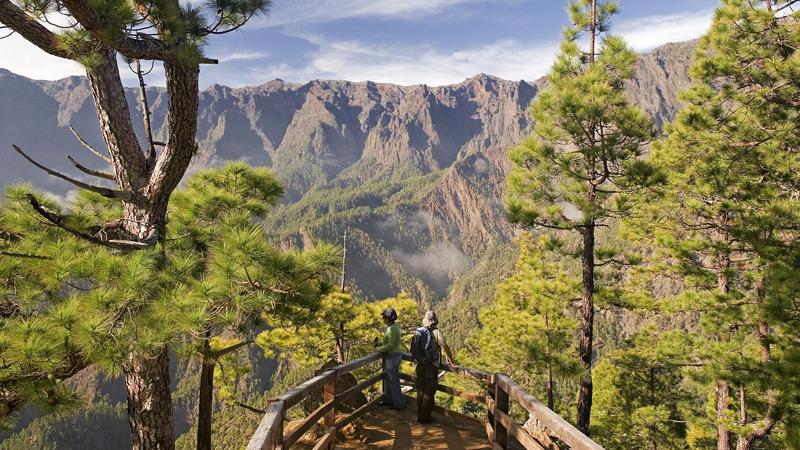 La isla de La Palma lleva varios años trabajando en su proyecto de isla inteligente centrando en su primera fase en la gestión inteligente de seguridad y emergencias por fenómenos naturales. Imagen: mirador de la Cumbrecita