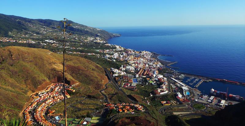 Vista de Santa Cruz de La Palma, capital de la isla canaria.