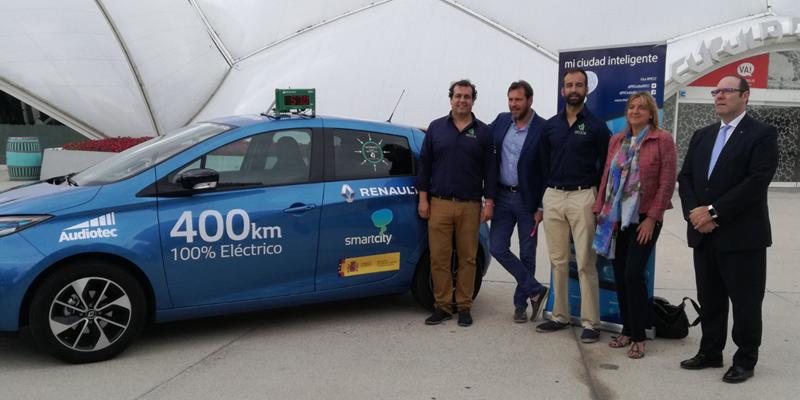 El proyecto 'Mi Ciudad Inteligente' arrancó este martes en Valladolid para recorrer las 82 smart cities de España en un coche eléctrico.