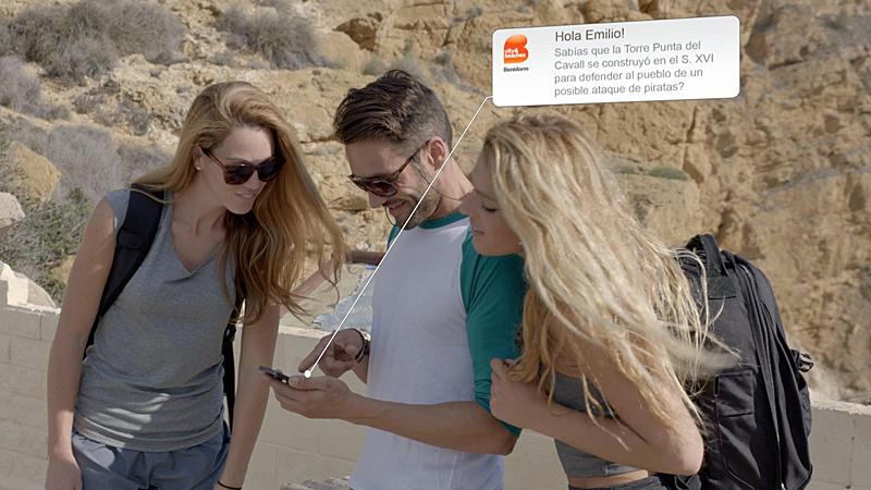 Benidorm cuenta con una red de beacons aplicada a la gestión turística que envía información de interés para los visitantes a sus smartphones.