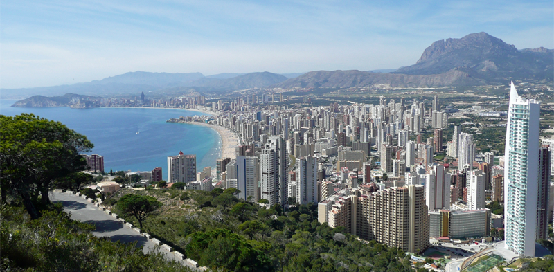 Benidorm es uno de los destinos turísticos más populares de España. Vista de la ciudad.