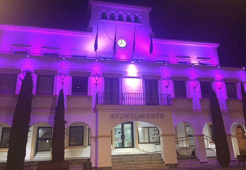 Fachada del Ayuntamiento de San Sebastián de los Reyes con nueva iluminación.