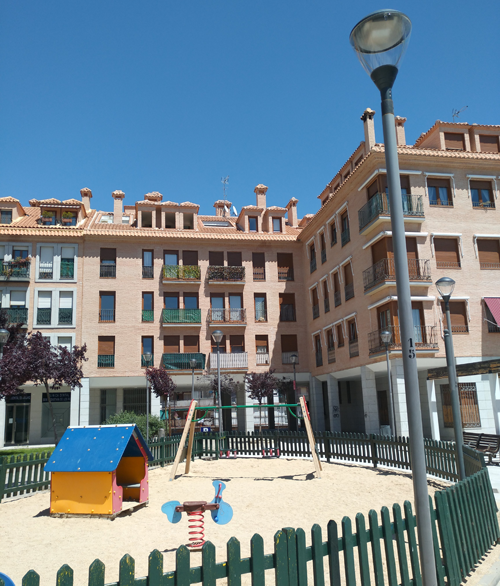 Parque infantil en San Sebastián de los Reyes con nuevas luminarias LED.