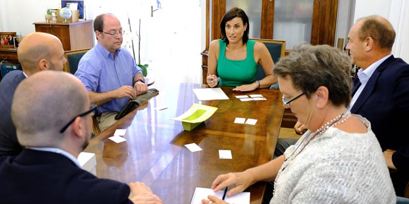 Reunión de la delegación de la ciudad alemana de Ulm con la alcaldesa de Santander, donde han conocido la estrategia de desarrollo como ciudad inteligente de la capital cántabra.