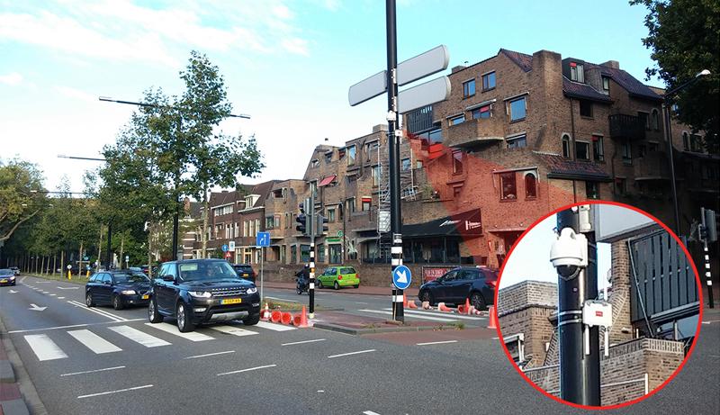 Un equipo Meshlium IoT Gateway instalado en un semáforo de la ciudad.