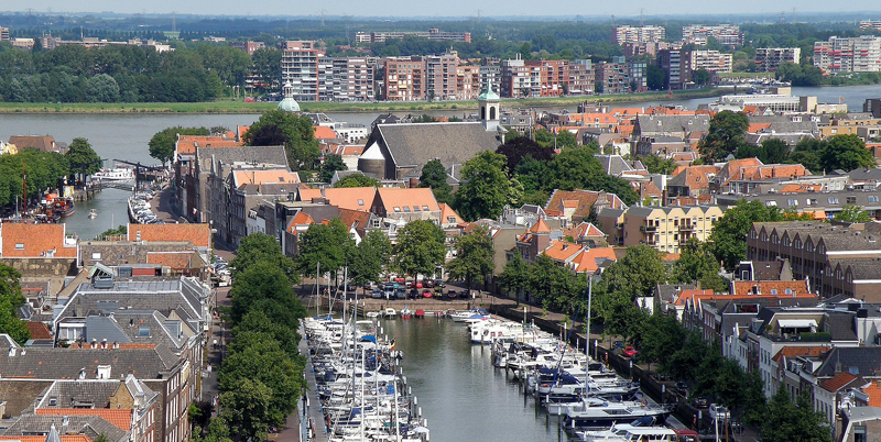 Dordrecht, en Holanda, fue objeto del proyecto de investigación de monitorización de tráfico de peatones y vehículos para establecer patrones de comportamiento que utilizar en la planficación urbana.