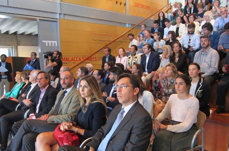 Representantes vecinales, empresas, organismos públicos y asociaciones acudieron a la presentación y debate del proyecto en la sede de la Fundación Metrópoli.