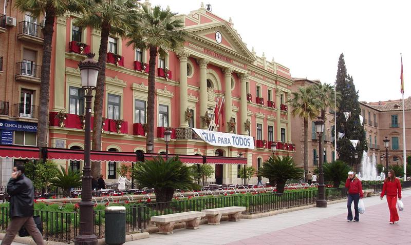 La Junta de Gobierno ha aprobado los primeros expedientes que permitirán la ejecución de la 'Estrategia Murcia IT. Innovación + Tradición' financiada con fondos FEDER con 14,7 millones de euros.