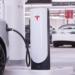 Tesla distribuirá en ciudades Supercargadores compactos y de menor potencia
