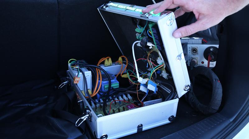 Parte del equipamiento de los coches conectados y vehículos autónomos que se utilizarán para el piloto en Madrid.