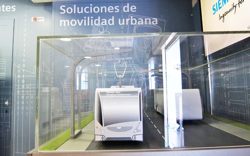 Siemens propone soluciones de movilidad sostenible eléctrica para autobuses que se cargan mediante pantógrafo.