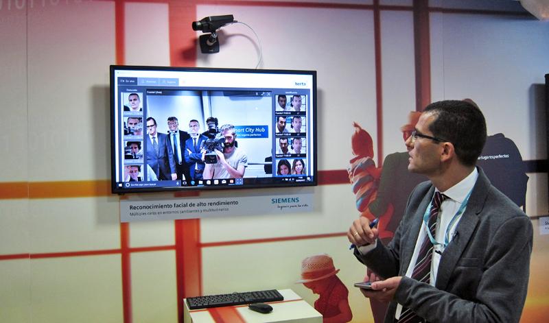 Demostración del sistema de seguridad que permite, mediante biometría y reconocimiento facial, identificar a un sospechoso a partir de imágenes en tiempo real.
