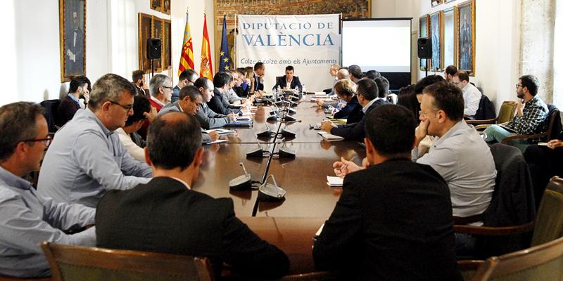 Encuentro del 'think tank smart cities' desarrollado por Avaesen en la Diputación de Valencia, donde presentaron el convenio de colaboración para trabajar en el desarrollo de una Región Inteligente.