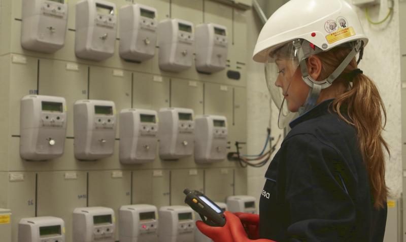 La legislación obliga a las distribuidoras a la instalación de contadores inteligentes para su telegestión en todos los suministros de menos de 15 Kw antes de finales de 2018.