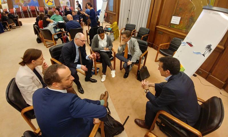 Los asistentes al Seminario se dividieron en grupos durante el taller para generar ideas que puedan ayudar en el diseño de la Agenda Urbana de España.