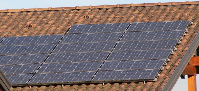 La cadena de bloques es una manera segura y efectiva para hacer frente al intercambio de energía que ofrecen los nuevos mercados de pequeños productores de electricidad a partir de energías renovables.