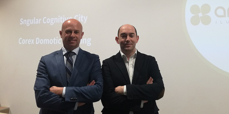 José Uruburu y Alejandro Pérez, representantes de Artesol y Sngular, creadores de la solución de iluminación inteligente que combina IoT, Realidad Virtual y Realidad Aumentada.
