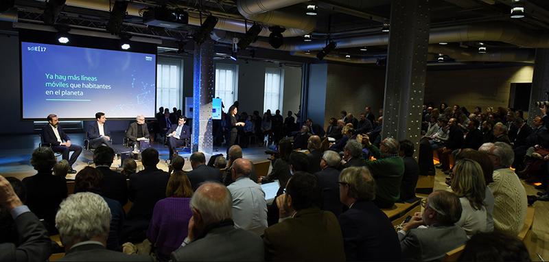 La presentación del informe Sociedad Digital en España 2017 de Fundación Telefónica contó con una mesa redonda sobre tendencias de futuro.