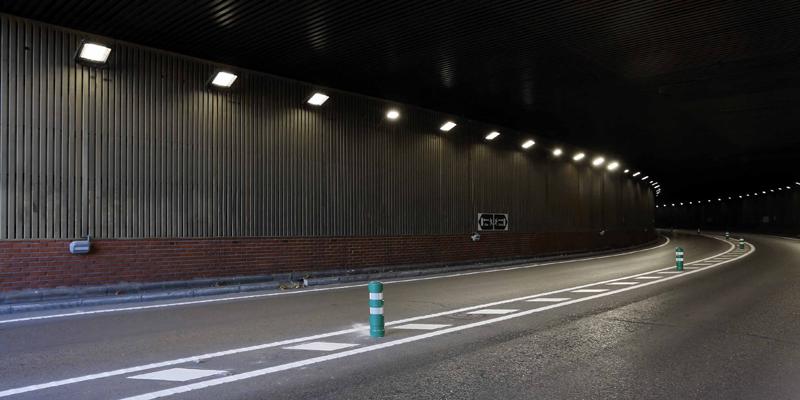 El sistema de iluminación inteligente 'Advance' está diseñado para túneles estratégicos y de alta densidad de tráfico y proporciona ahorros energéticos de hasta el 60%.
