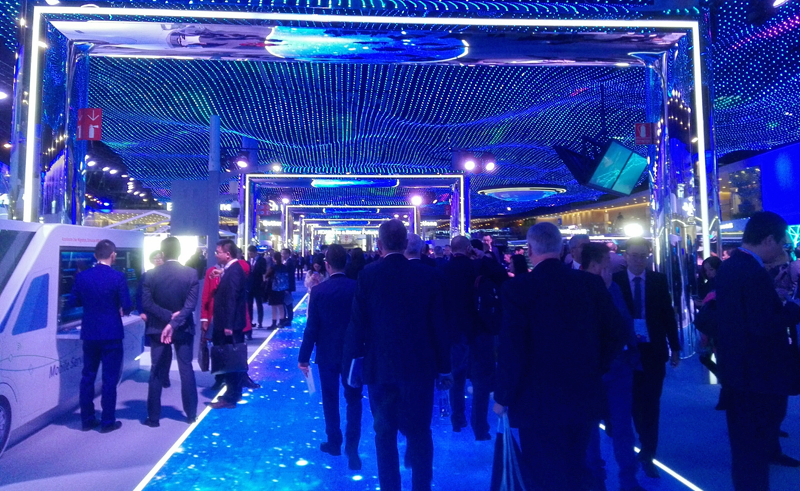 La columna de iluminación inteligente desarrollada por Schréder y Huawei, que ofrece banda ancha y servicios de Smart City, se ha mostrado en el Mobile World Congress.
