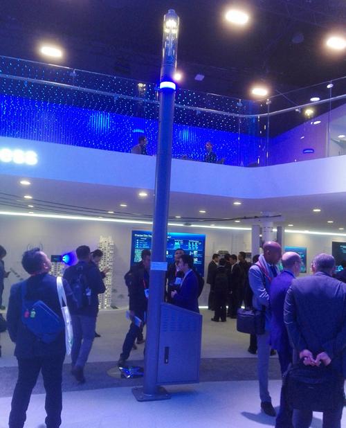 Shuffle Site ofrece la posibilidad de integrar servicios de smart city comosistemas de control, altavoces, cámaras de vigilancia, puntos de conexión, cargadores de vehículos eléctricos y señalización