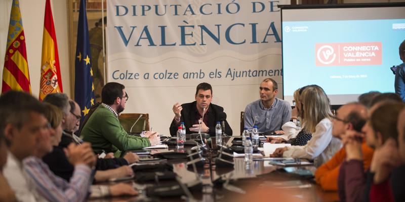 Presentación en la Diputación de Valencia de la nueva plataforma Connecta València para la implementación de ciudades inteligentes.