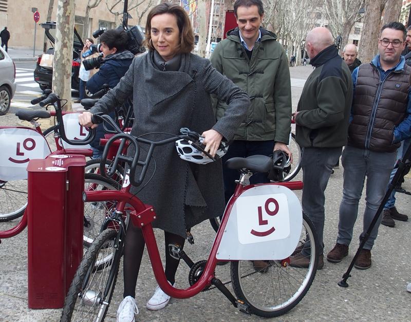 La alcaldesa de Logroño, Cuca Gamarra, presentó el nuevos sistema de préstamo de bicicletas de la ciudad, BiciLOG.
