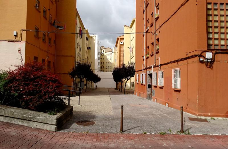A través del proyecto europeo SmartEnCity se va a llevar a cabo la rehabilitación energética de las viviendas del barrio de Coronación, para lo que se han facilitado las condiciones de acceso al fondo de garantía de ayudas.