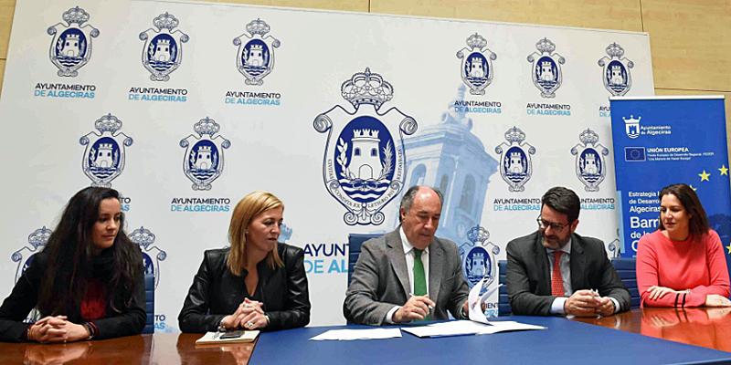Firma del contrato entre el Ayuntamiento de Algeciras y Deloitte para la elaboración del Plan Director Algeciras Smart City.