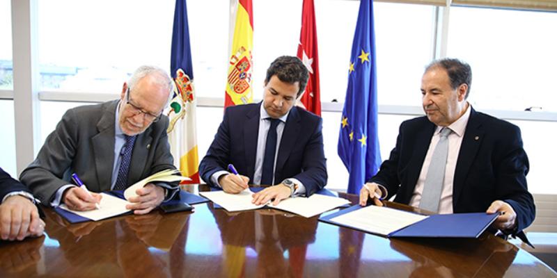 Firma del convenio por el que el Colegio Oficial de Ingenieros de Telecomunicaciones y la delegación de Madrid de la Asociación ofrecerá asesoramiento al Ayuntamiento de Las Rozas sobre smart city.