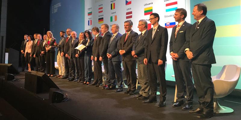 Representantes de los estados miembros de la Unión Europea que han firmado la Declaración de Cooperación en Inteligencia Artificial en Bruselas. Imagen: Dirección General de Redes de Comunicación, Contenido y Tecnologías
