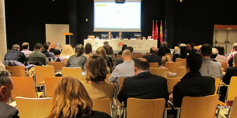 El coordinador del Plan Nacional de Territorios Inteligentes, durante su conferencia ante el auditorio.
