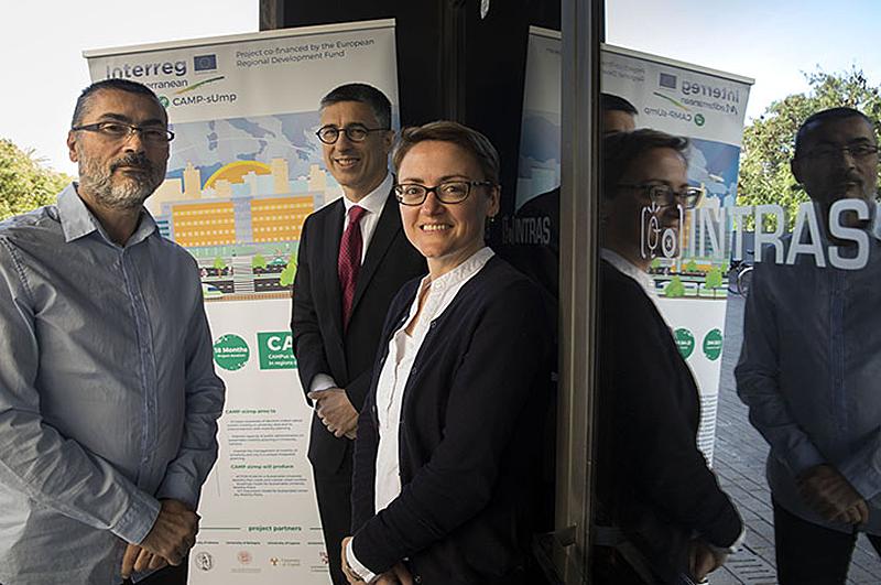 Pedro Valero, de la Universidad de Valencia, junto a los investigadores George Yannis, de Atenas, y María Attard, de Malta en el evento de conclusiones del proyecto CAMP-sUmp para mejorar la movilidad sostenible en las universidades.