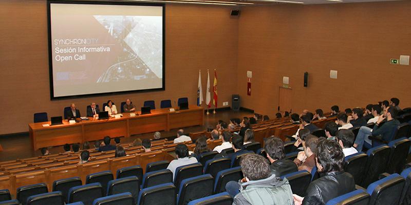 La jornada informativa sobre el llamamiento de propuestas de soluciones de ciudad inteligente SynchroniCity se celebró en la Facultad de Ingenieros Industriales de la Universidad de Cantabria.