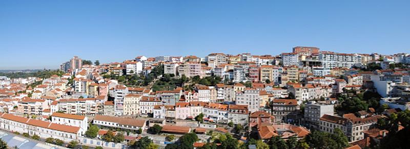 Imagen del perfil de la ciudad portuguesa de Coimbra. La empresa pública Aguas de Coimbra ha iniciado la segunda fase de instalación de los contadores de agua inteligentes.