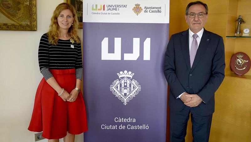 Amparo Marco, alcaldesa del Ayuntamiento de Castellón y Vicent Climent, rector de la Universitat Jaume I firmaron el convenio para la creación de las Becas Talento Ciudad de Castellón. Foto: Ayto. Castellón.