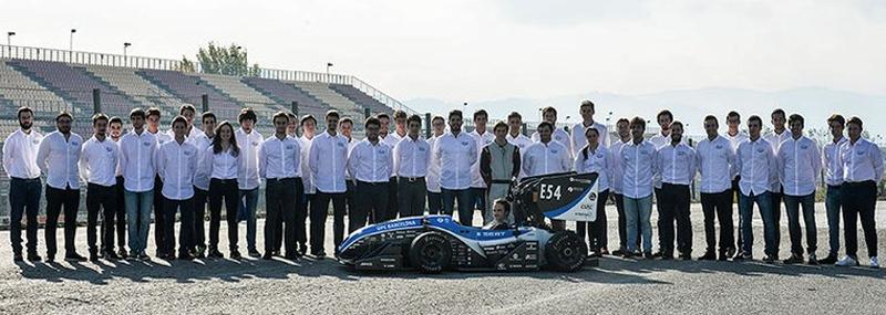 Se trata de una nueva versión del vehículo eléctrico monoplaza que ya había creado anteriormente este grupo de estudiantes de la Universidad Politécnica de Cataluña. Van a presentarlo al concurso internacional 'Formula Student'.