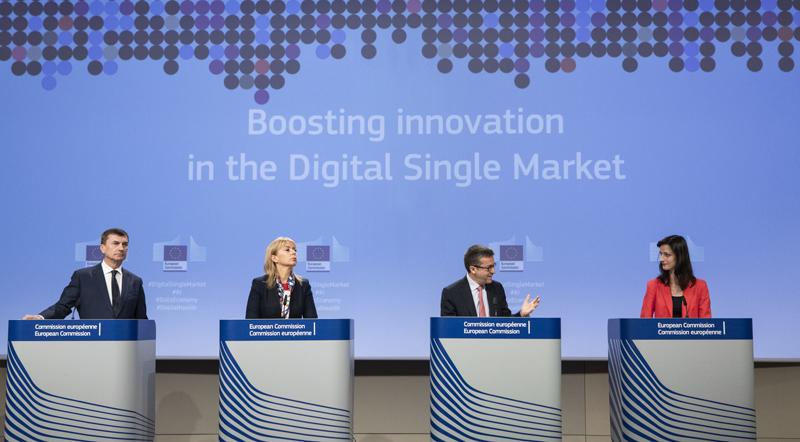 Rueda de prensa en la que se anunciaron las medidas de la Comisión Europea para impulsar el desarrollo de la inteligencia artificial en Europa.