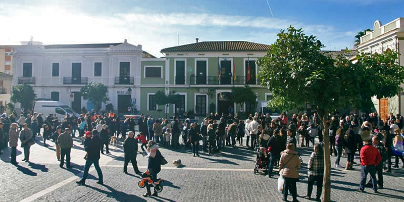Espacios interiores y exteriores de Paterna, como esta plaza, dispondrán de puntos de acceso público y gratuito a Internet con el proyecto Paterna Wifi.