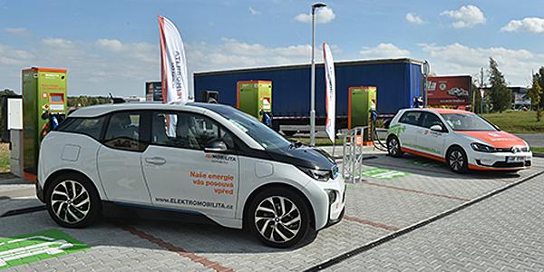 Hasta la fecha, se han puesto en marcha 40 electrolineras de carga rápida a través del contrato entre la operadora CEZ y ABB.