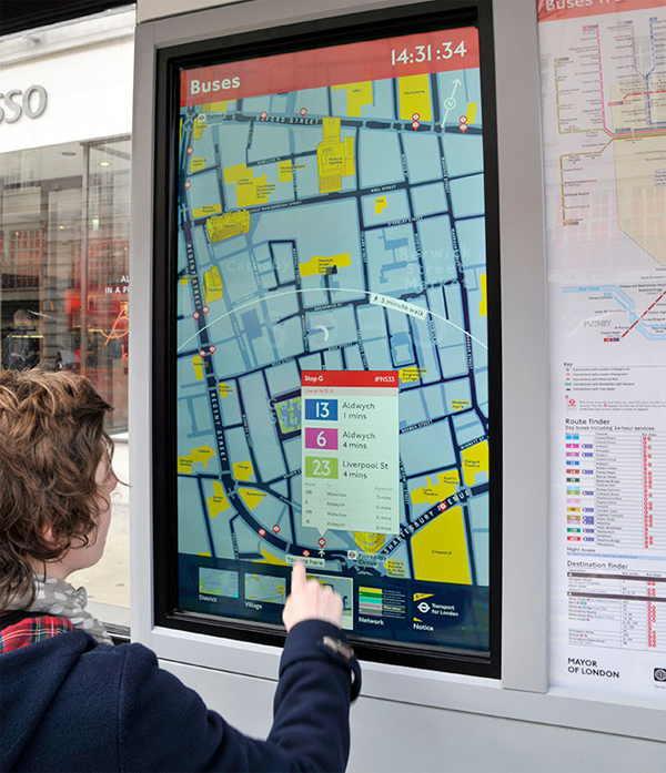 Una de las plantallas interactivas que ha desplegado Applied Wayfinding en Londres. Imagen: Applied Wayfinding
