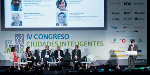 Mesa Redonda Retos y perspectivas de futuro gracias a la conectividad: Ciudades Smart 5G y otras alternativas