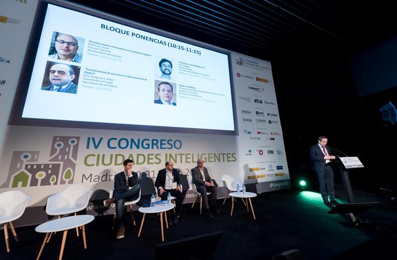 El primer bloque de ponencias del Congreso estuvo moderado por José Bayón, teniente alcande delegado de Desarrollo Económico, Empleo e Innovación del Ayuntamiento de Segovia.