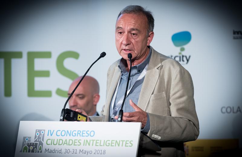 Antonio Poveda, alcalde de Sant Joan Despí y vicepresidente de Movilidad y Transporte del Área Metropolitana de Barcelona, durante su ponencia.
