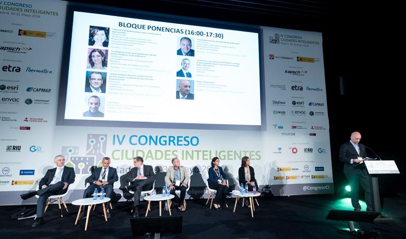 El tercer bloque de ponencias programado estuvo moderado por Tomás Llorente, coordinador de Nuevas Tecnologías del Ayuntamiento de Collado Villalba.