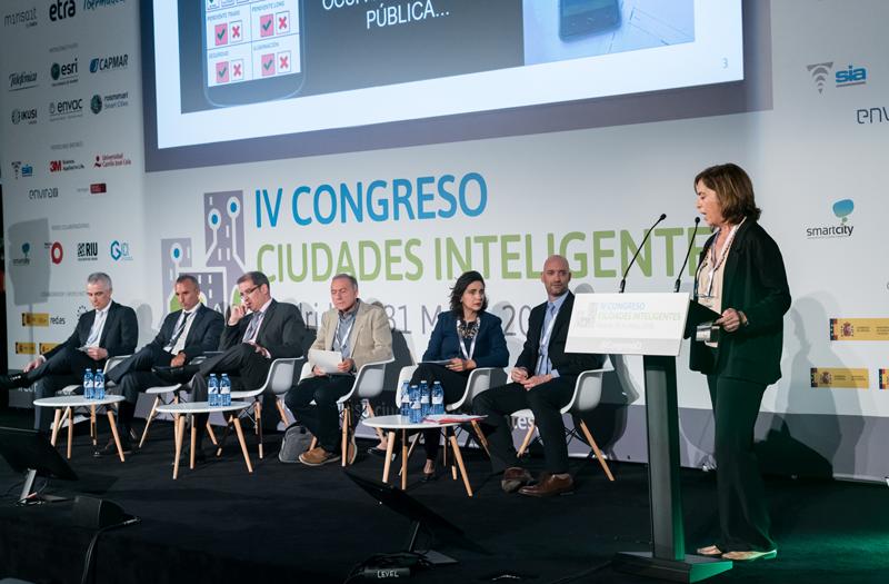 """Margarita Valle, del Ayuntamiento de Sevilla explicó el """"Gestor de accesibilidad peatonal urbana y planificador de viajes accesibles""""."""