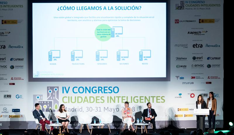 Anna Rodríguez, de Suez Advanced Solutions Spain, y Lucía Pérez, jefa de Servicio de Calviá, explicaron el sistema de gestión inteligente de redes de suministro de agua.
