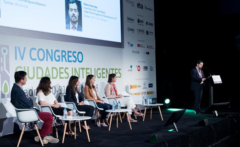 Daniel Vega, del Grupo Smart Cities y Smart Regions de COIT, moderó el cuarto bloque de ponencias.