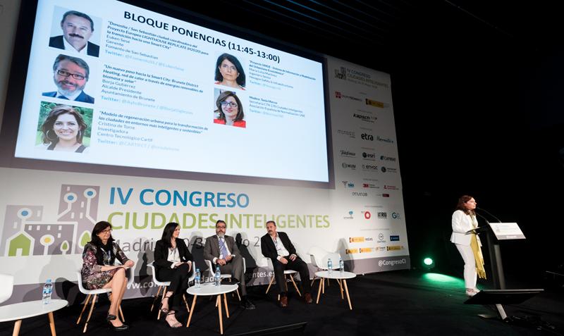 El último bloque de ponencias del Congreso estuvo moderado por Pilar Pérez Paradelo en representación de UNE.
