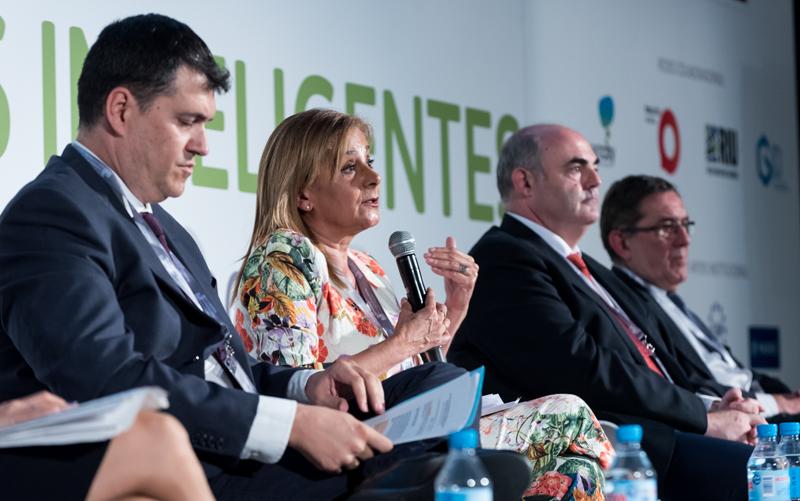 Carmela Silva explicó la experiencia de la Diputación de Pontevedra que ella misma preside,